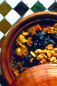 Tajine-Huhn-Mandeln-Pflaumen Foto: Marokkanisches Fremdenverkehrsamt