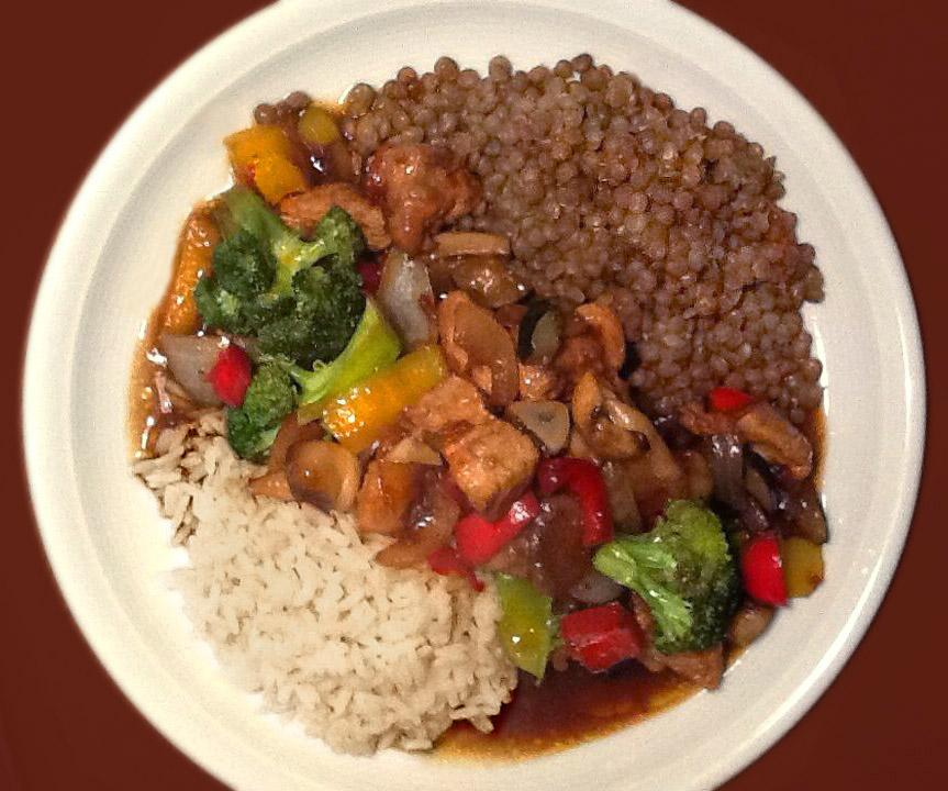 Dal Bhat Linsen mit süß-saurem Gemüse, Reis und Yakbutter