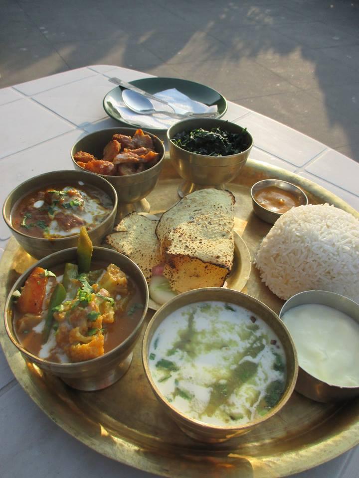 so wird in Nepal Essen serviert