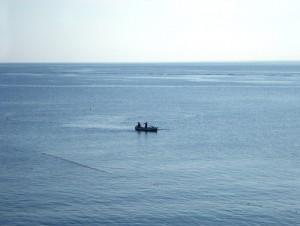 Fischerboot im weiten Meer