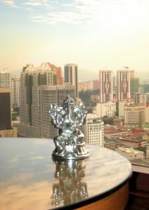 Ganesh vor der Skyline von Kuala Lumpur