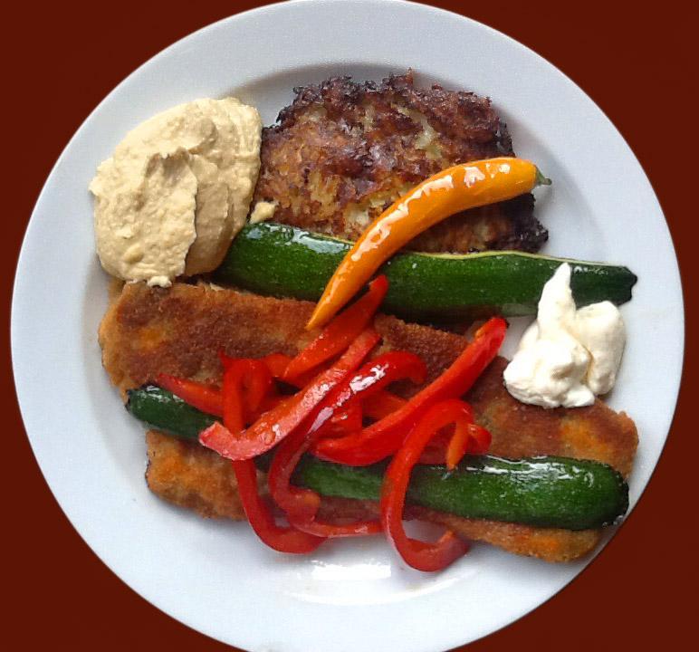 Gegrilltes Gemüse als Vorspeise mit Hoummus