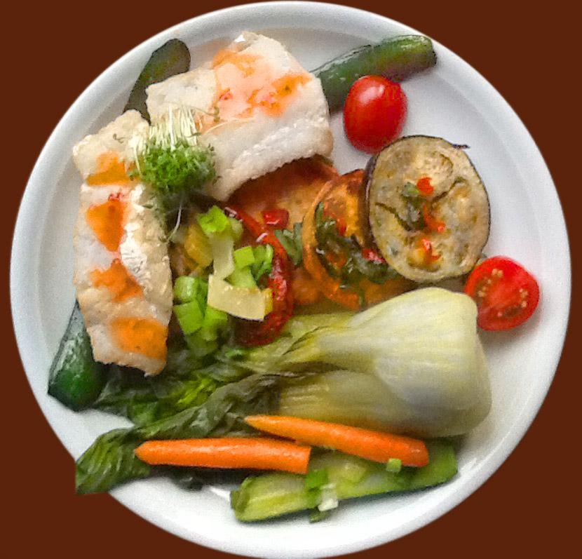 Scharf-Süßsaure Soße auf Fisch mit Gemüse