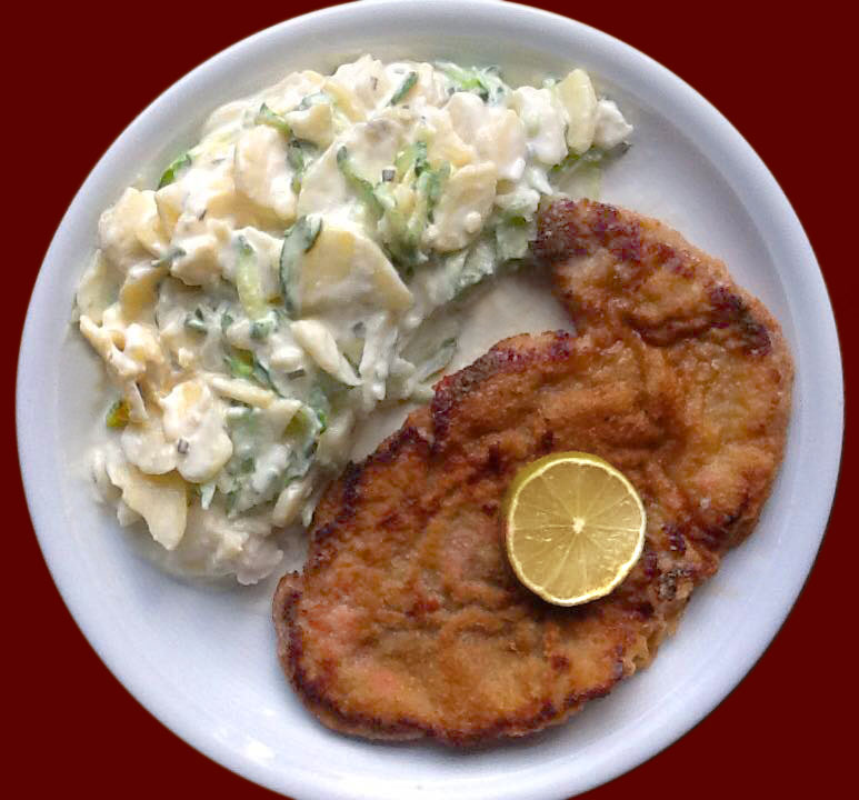 Wiener Kalbsschnitzel mit Mayonnaisenkartoffelsalat