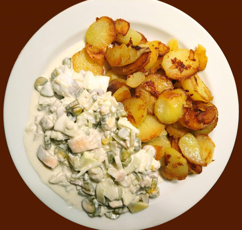 Bratkartoffeln mit Heringssalat
