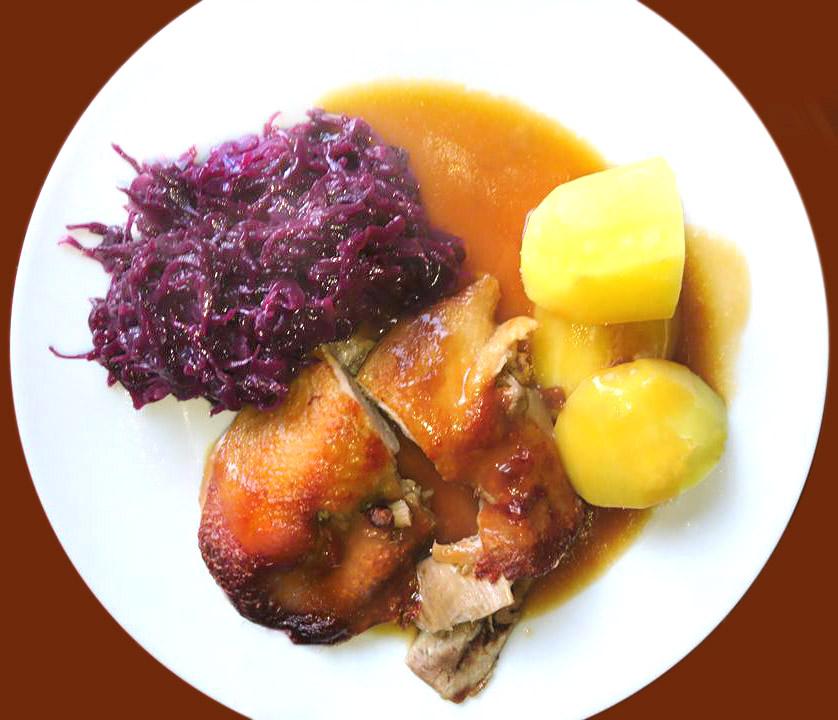 Ente mit Salzkartoffeln und Rotkohl