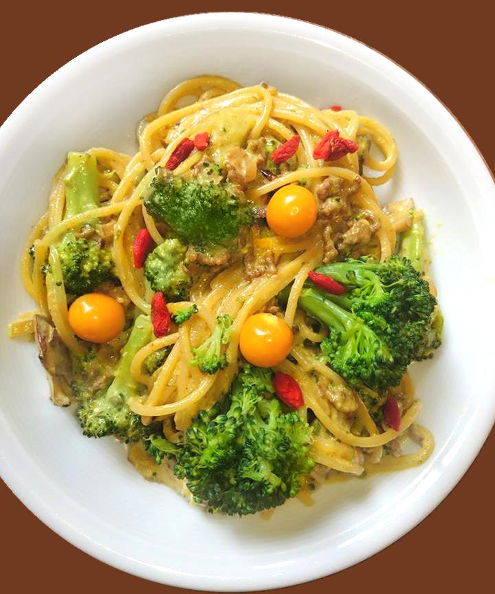 Spaghetti-No7, die etwas dickere Spaghetti als Variation mit rot und grün