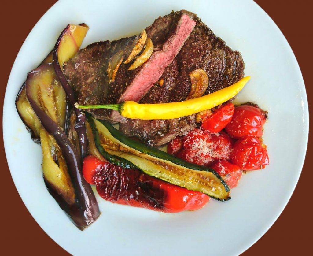 Gebratenes Gemüse mit Steak
