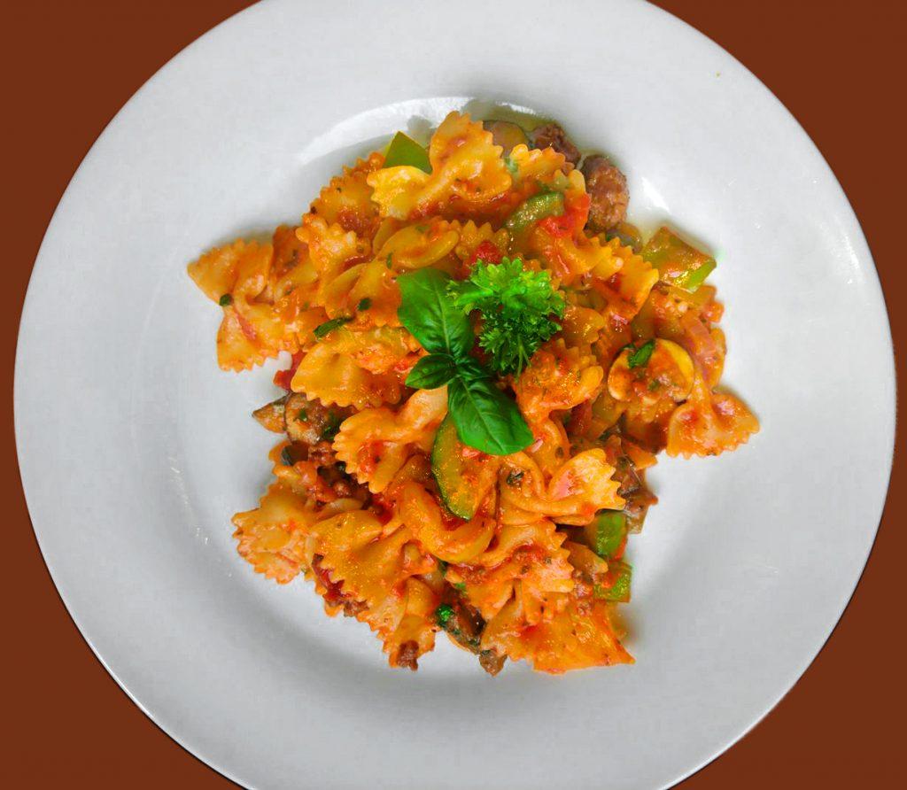 Farfalle mit Tomatensoße
